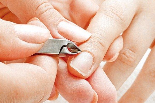 Người có thói quen cắn móng tay hoặc làm nail dễ bị mụn cóc